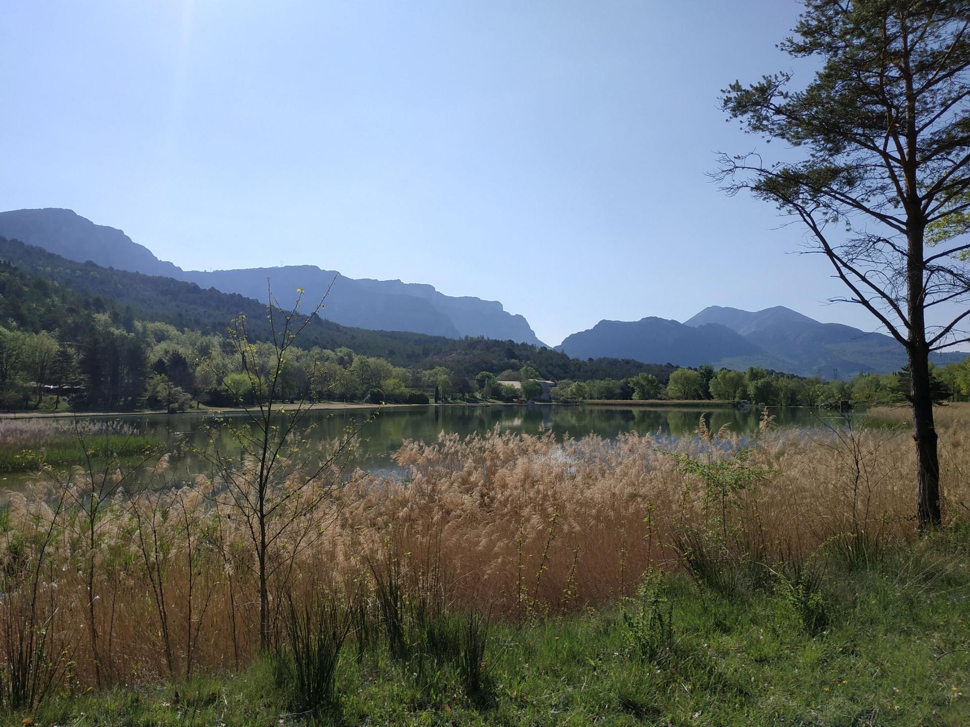 Campagne Le Petit Lac, Moustiers, Avril